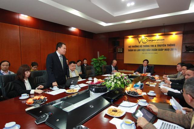 Ông Vương Vũ Thắng - Tổng Giám Đốc VCCorp báo cáo sơ bộ về tình hình hoạt động của công ty, bên cạnh đó nêu ra các vấn đề và đề xuất.