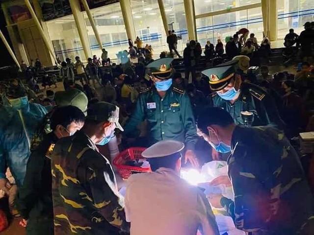 Với 3000 bộ đồ bảo hộ y tế, VCCorp & Lotus hi vọng sẽ giảm rủi ro và nguy cơ lây nhiễm chéo cho các cán bộ y tế, công an cửa khẩu và bộ đội biên phòng tại Hà Tĩnh, Nghệ An